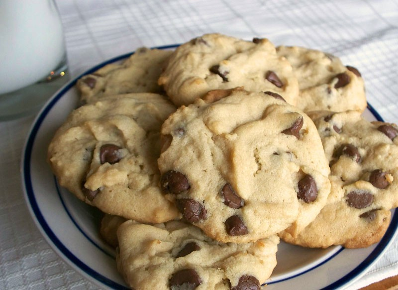Recipe: Chocolate Chip Hint 'o' Peanut Butter Cookies